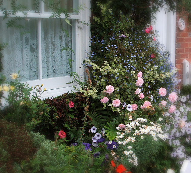 england-front-door-garden-blog-creativity-for-the-soul-photo-linda-wiggen-kraft-BLOG