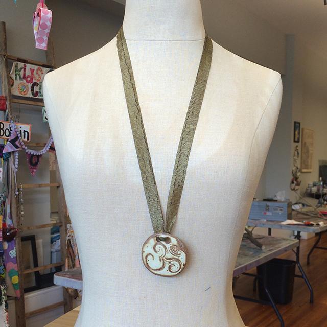necklace-ribbon-by-linda-wiggen-kraft-blog