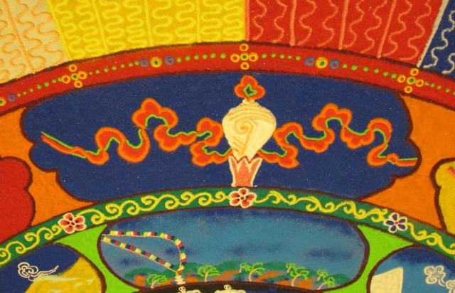 Tibetan sand mandala Conch Shell Auspicious Symbol, photo by Linda Wiggen Kraft