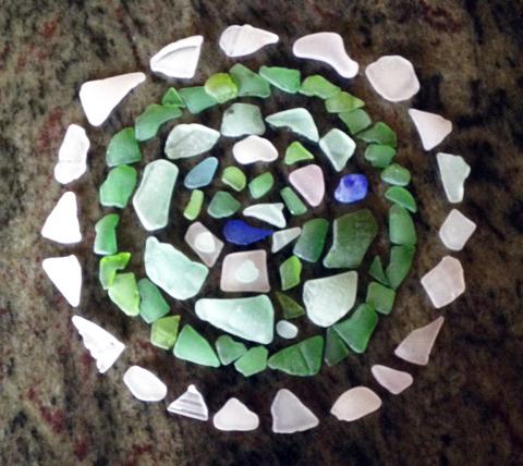 mandala-beach-glass-ann-brune-1